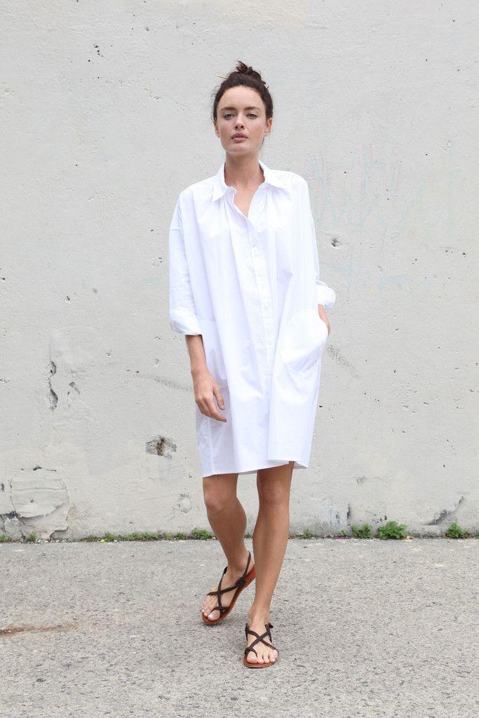 white-shirtdress-dark-brown-leather-thong-sandals-original-10599