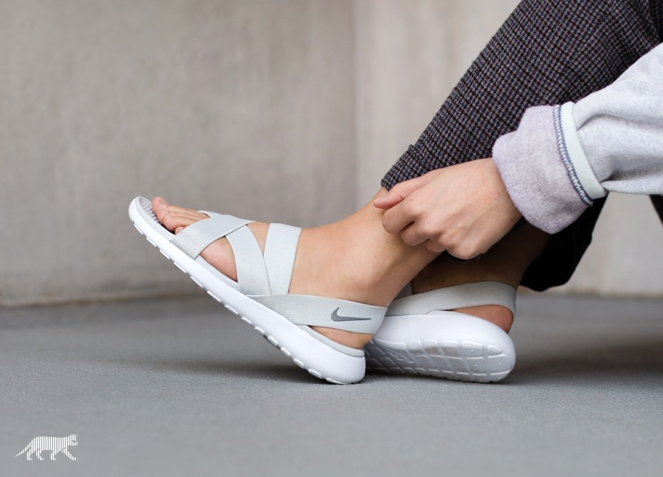 nike-wmns-roshe-one-sandal-pure-platinum-wolf-grey-white-2