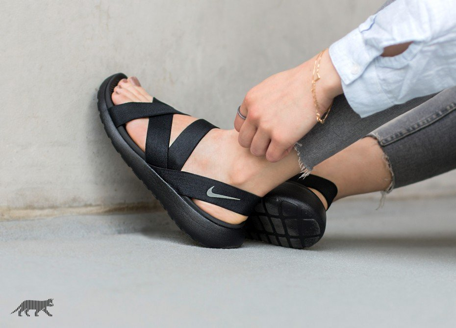 xnike-wmns-roshe-one-sandal-black-anthracite-black-_3_.jpg.pagespeed.ic.I_GTIbrhsi