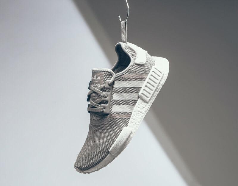 adidas-nmd-r1-grey-white-1_rnj9ho (1)