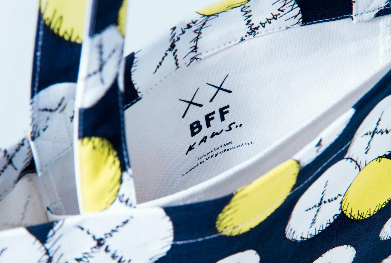 23.  สินค้าลิมิเต็ดเอดิชั่น กระเป๋า(Tote Bag) KAWS BFF ขนาดกว้าง 34 ซม.x สูง 38 ซม._resize