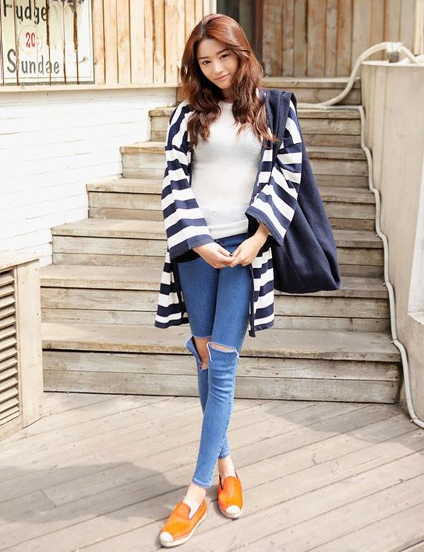http://www.wholesale7.net/latest-korea-women-coats-striped-long-bat-sleeve-md-long-cardigan-street-style-coats_p148676.html