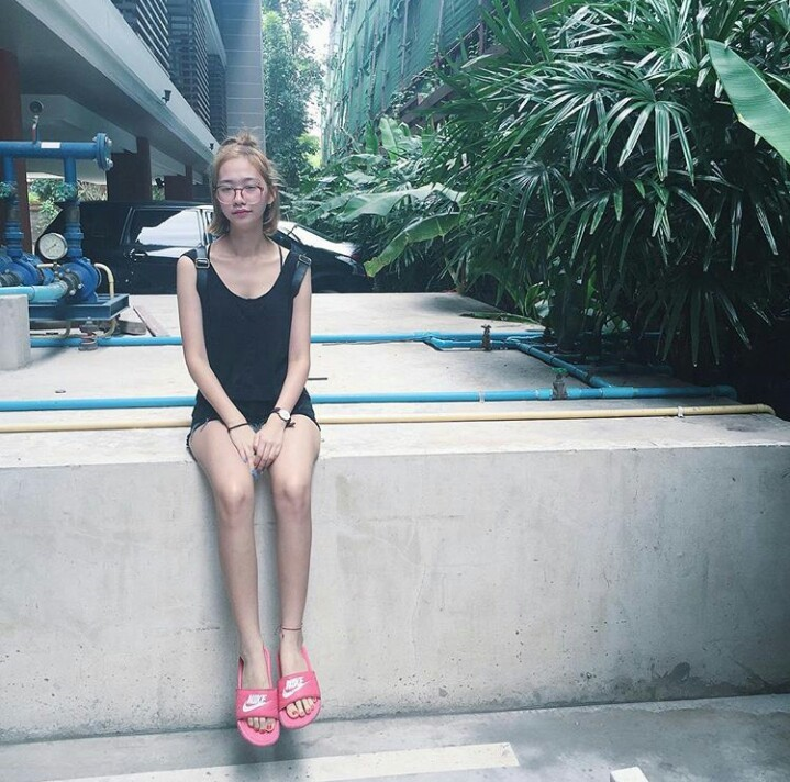 girl with flipflop_๑๗๐๕๒๒_0017