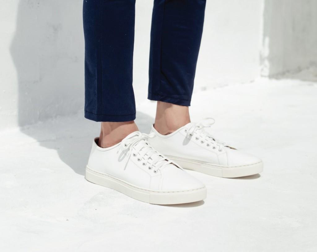 รองเท้าสีขาว