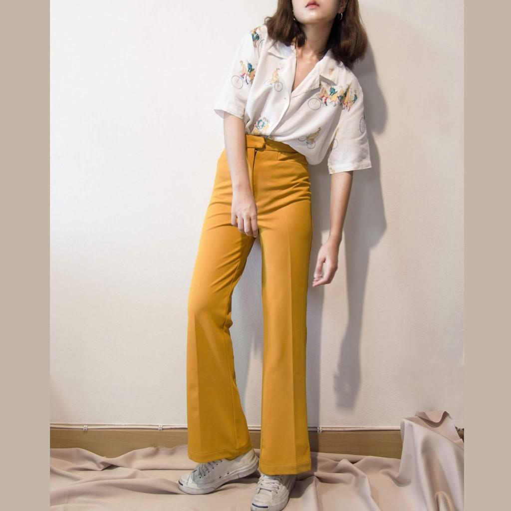 กางเกงเอวสูงสีเหลือง