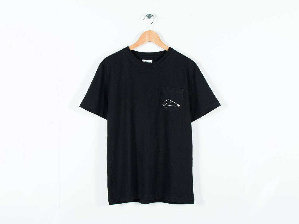 เสื้อสีดำ