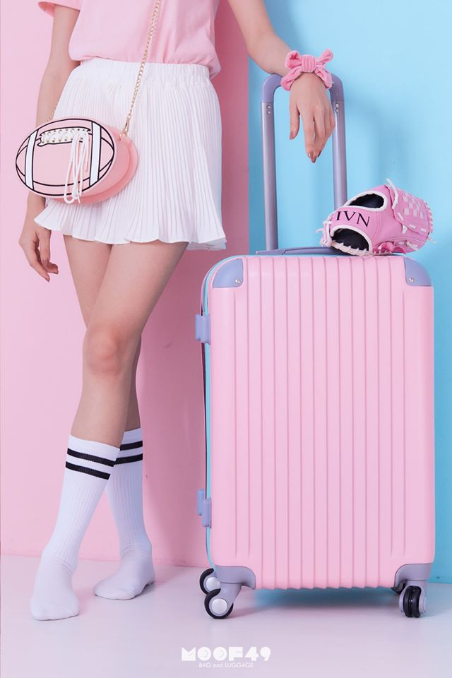 กระเป๋าเดินทางสีชมพู