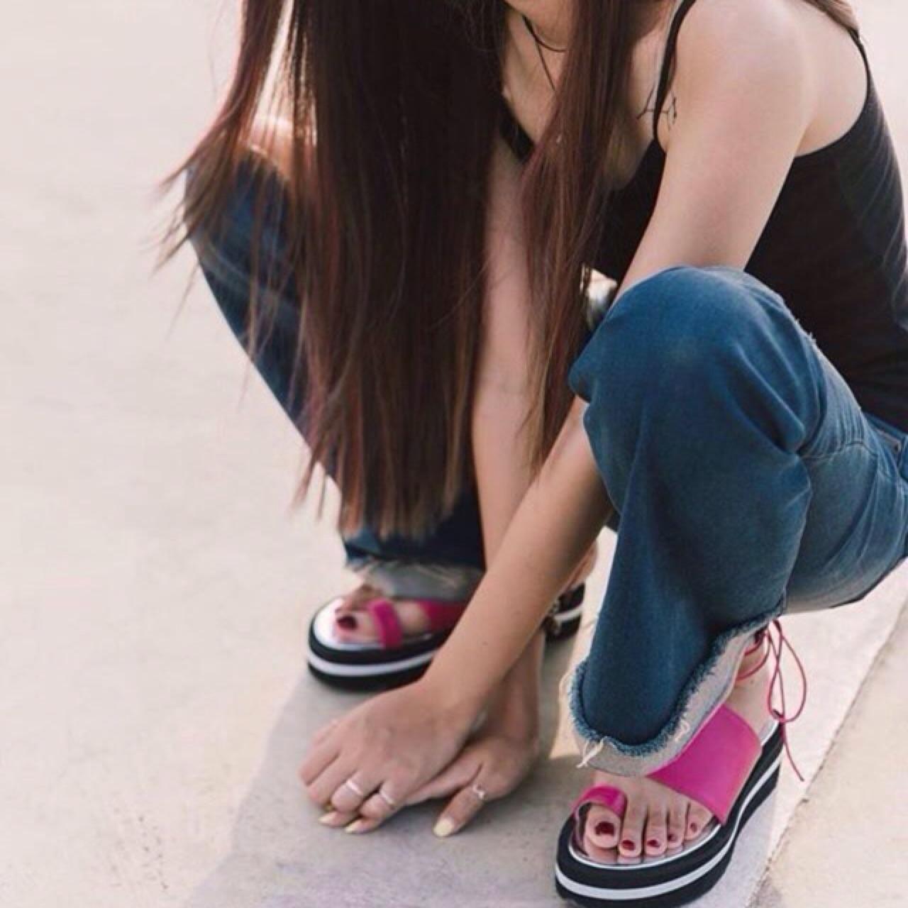 [ รองเท้าแพลตฟอร์ม มีสายผูข้อเท้า - 990 THB ]