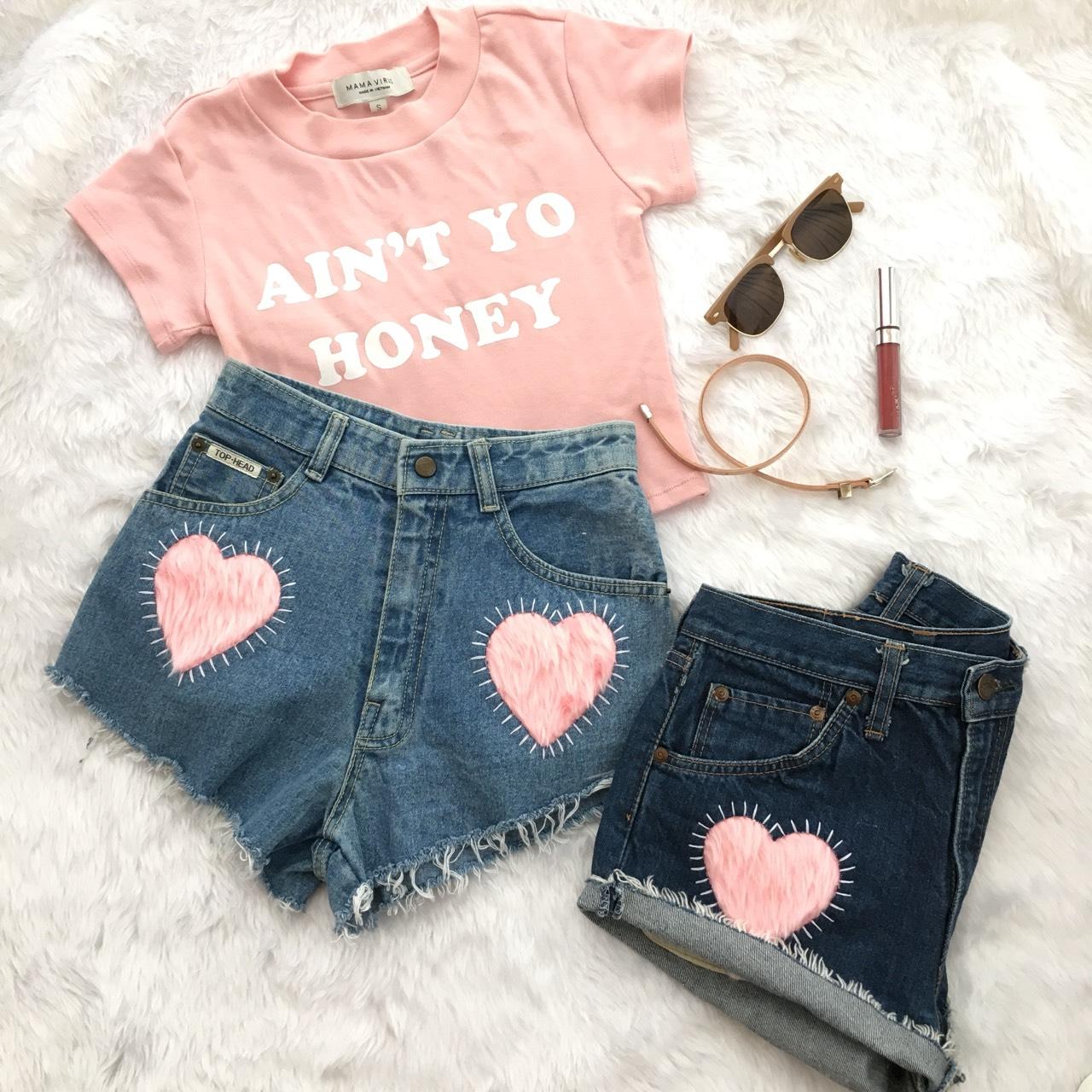 [ กางเกงยีนส์ขาสั้น Fluffy Pink Short - 590 THB ]