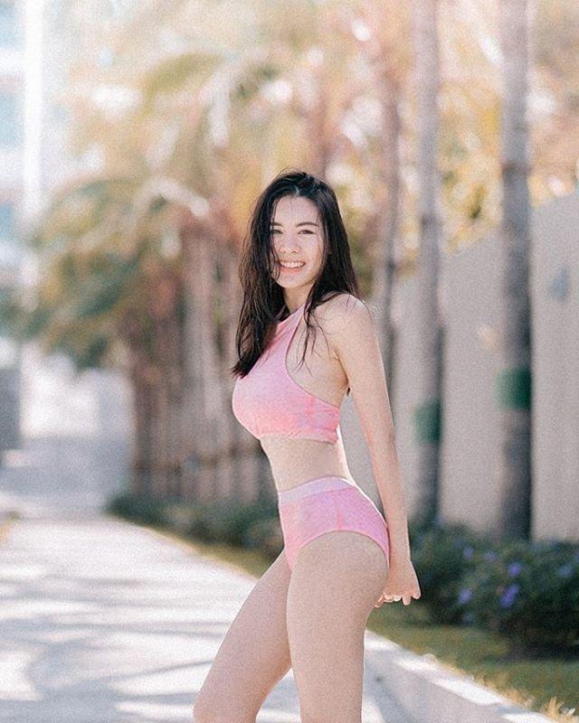 ชุดว่ายน้ำผู้หญิง Kirlian in Pink : 1,200 THB