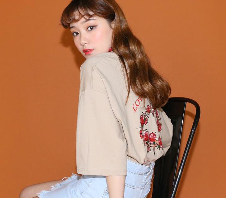 เสื้อยืดคอกลม แขนสั้น LoveHate T-Shirt : 450 THB - Pinpinpapa -
