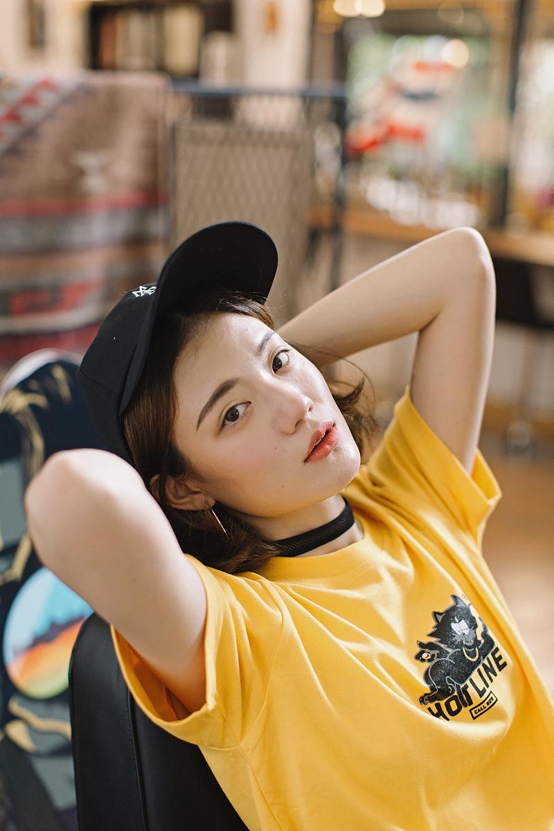 เสื้อยืด HOTLINE CALLING : 550 THB - MADWORKS CLOTHING -
