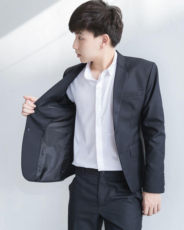 Black Geometric Suit : 4,790 THB