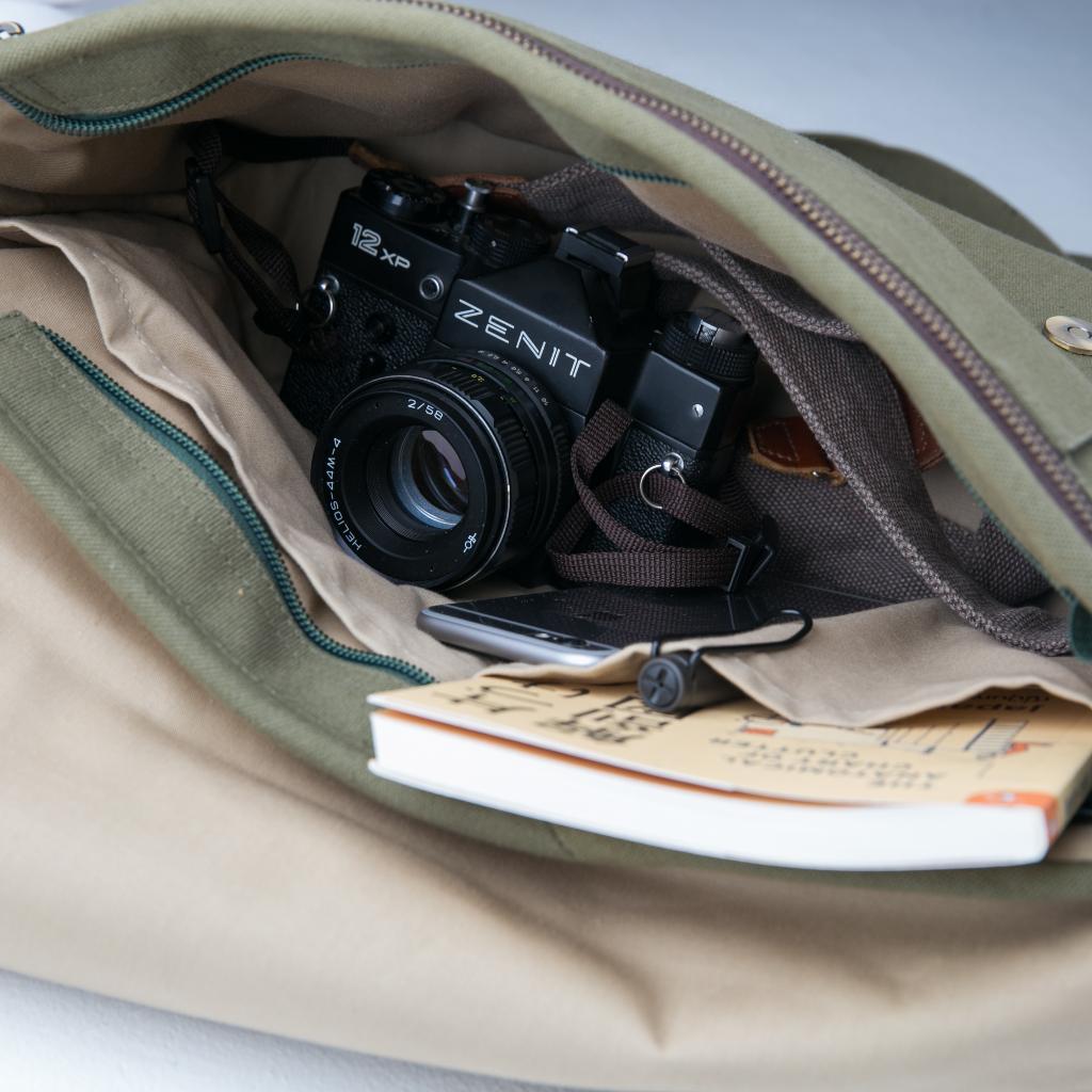 [ Wanderlust Camera Bag กันน้ำ (M) - 2,000 THB ]
