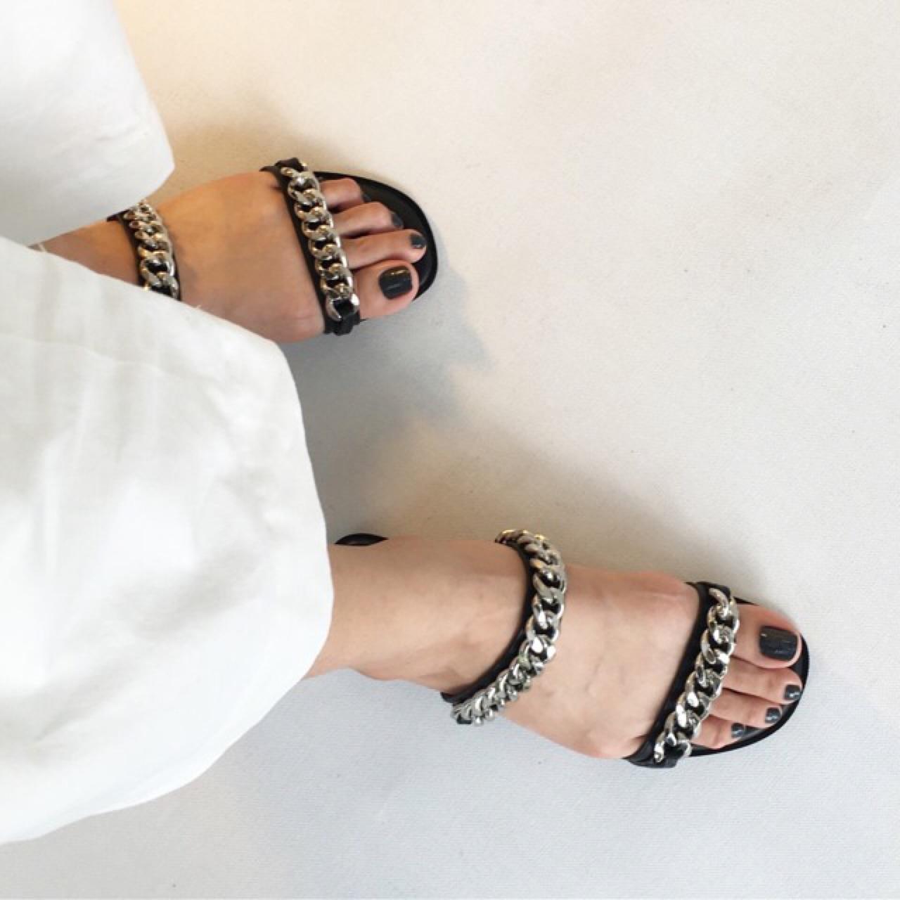 รองเท้าแตะ Chain on black - 690 THB