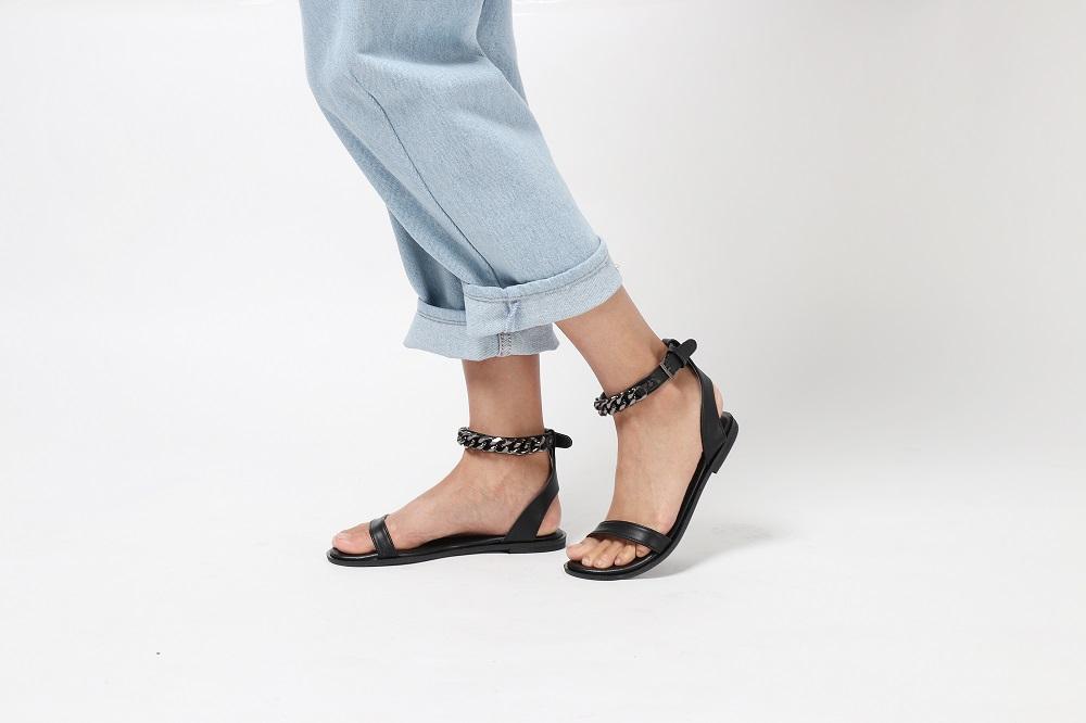 [ รองเท้ารัดข้อ Penny with chain - 590 THB ]