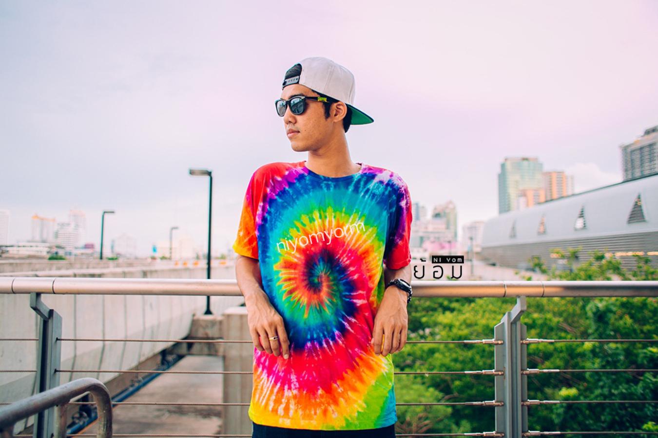 [ เสื้อยืดมัดย้อม รุ่น Rainbow - 220 THB ]