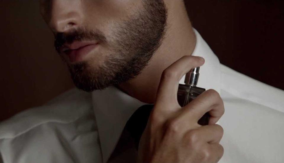 How-to-apply-perfume