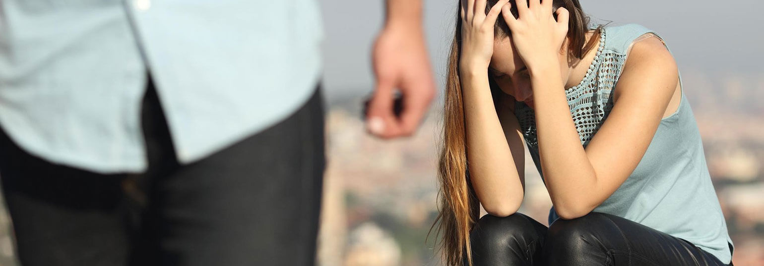 6 SIGNS YOUR BOYFRIEND IS LOSING INTEREST IN YOU
