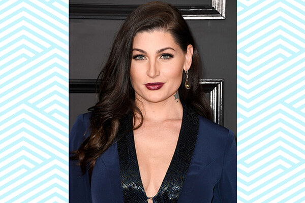 trace lysette hair and makeup look
