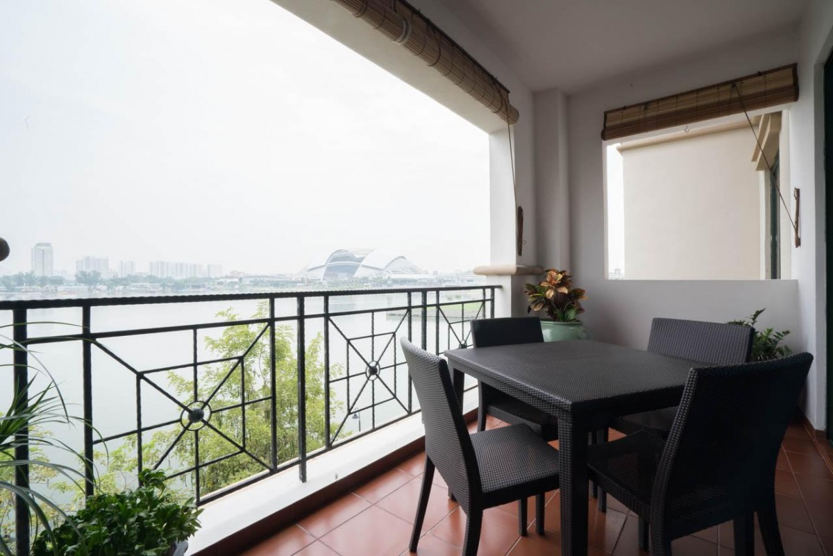 Just sold condo in kallang sold for profit for Condo balcony design
