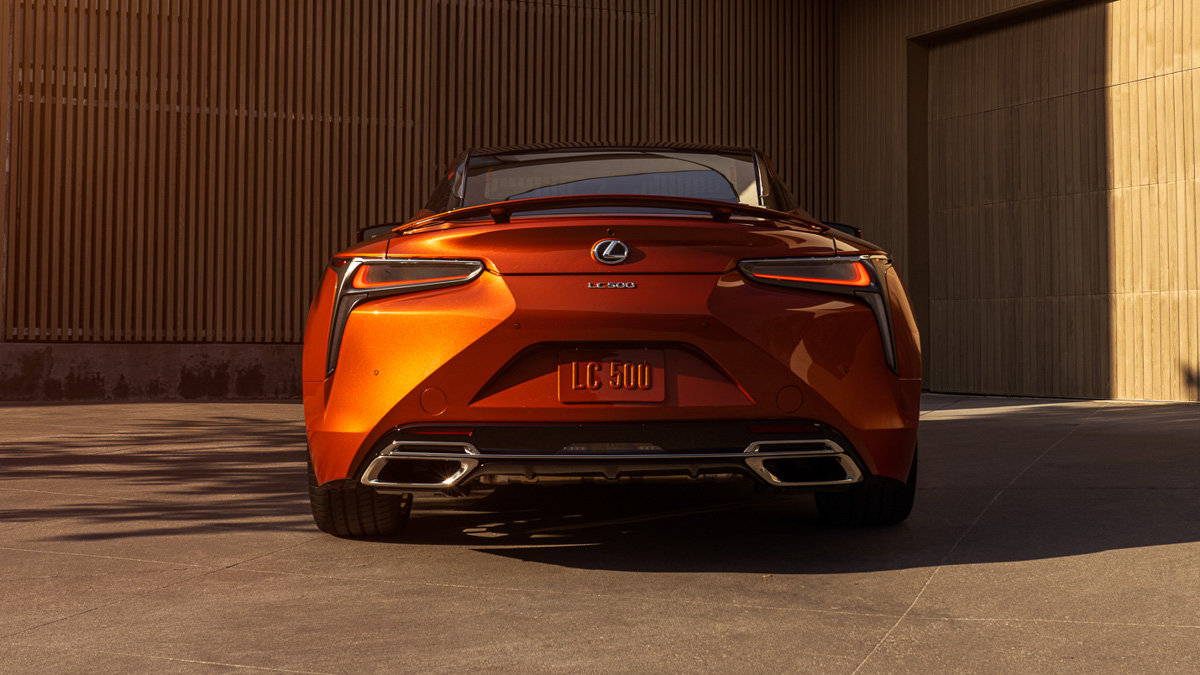 A NEW COLOUR DEBUT FOR THE 2021 LEXUS LC COUPE