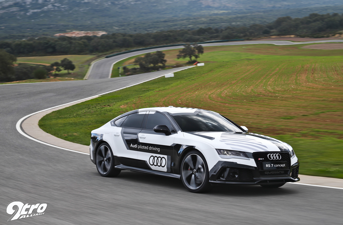 Audi Piloted Driving >> Audi Rs7 Piloted Driving Look No Hands 9tro
