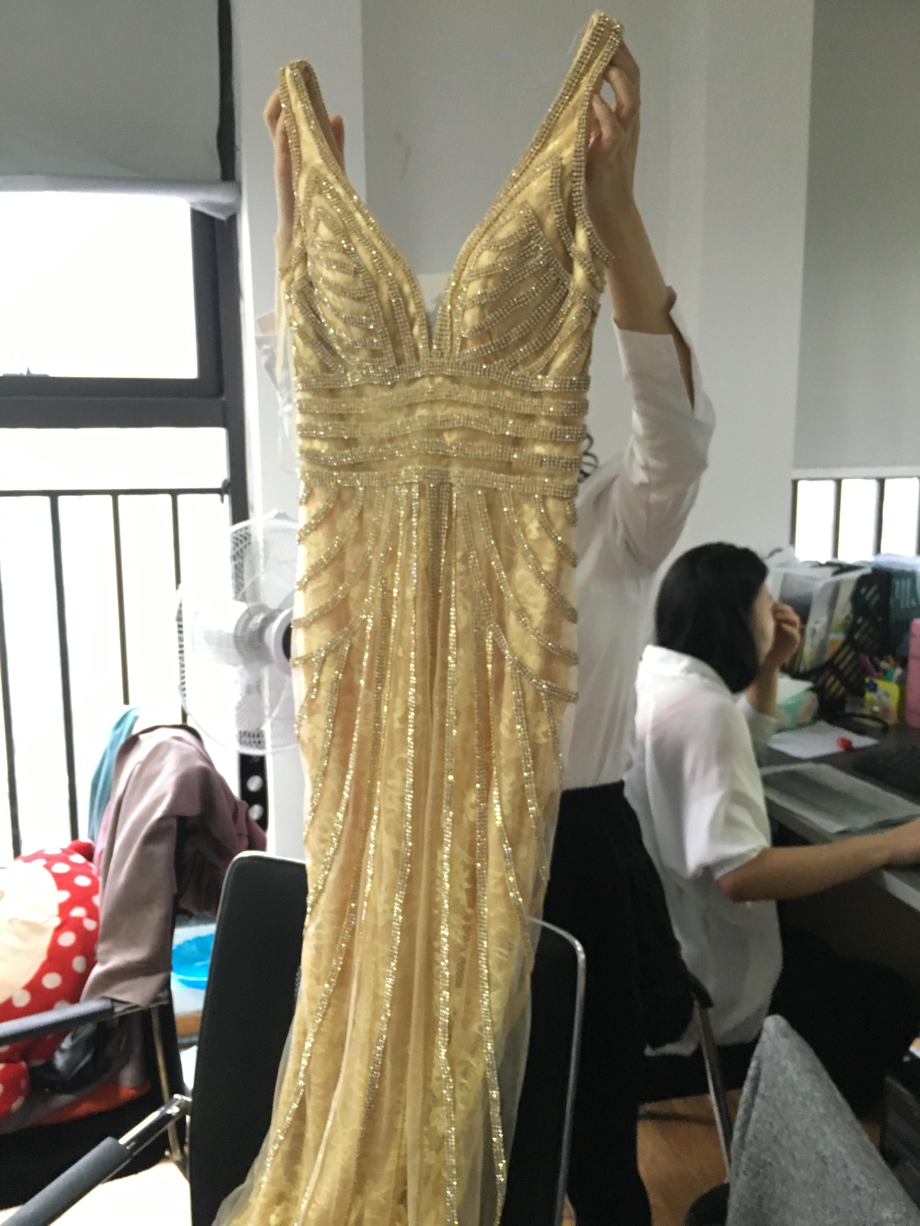 Luxury Long Mermaid Formal Evening Gown V Neck Celebrity
