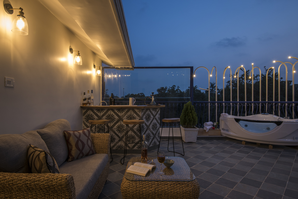 Private Rooftop Bar & Jacuzzi