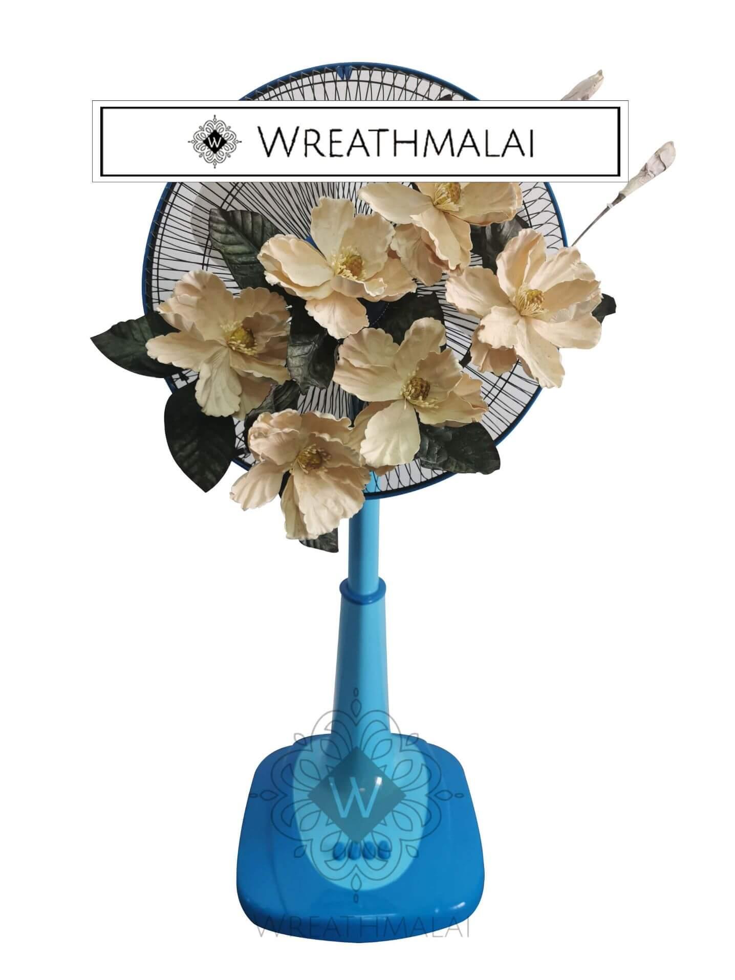 WF005 พวงหรีดพัดลมประดับดอกไม้สีขาวฟ้า ตั้งพื้น ยืดได้  Airy 16 นิ้ว