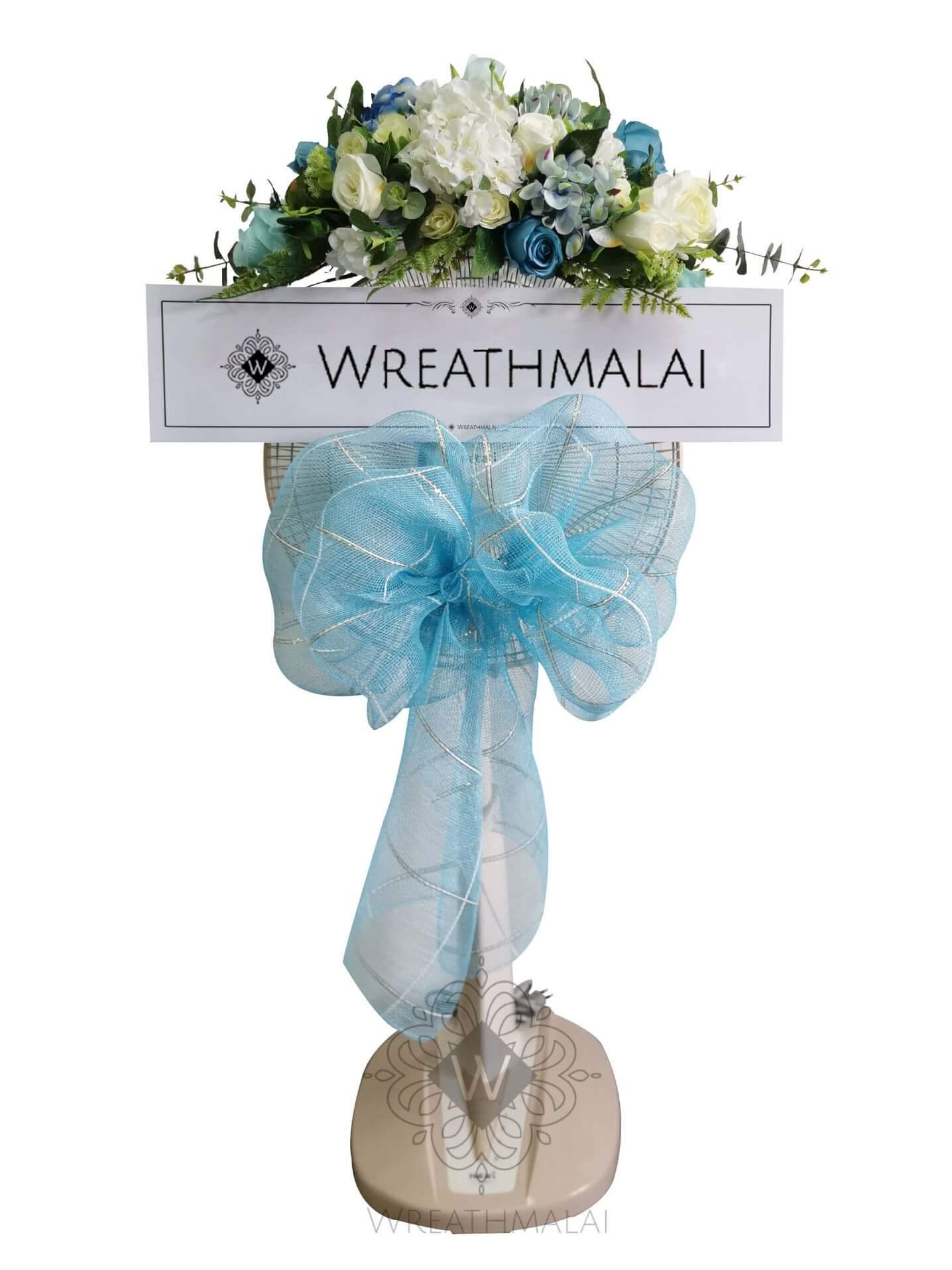 """WF020 พวงหรีด""""นภาพราว"""" SHARP/HATARI 16 นิ้ว/18 นิ้ว เกลียวโบว์สีฟ้า+ จัดช่อดอกไม้สีพาสเทลจัดช่อสวยงามด้านบน"""
