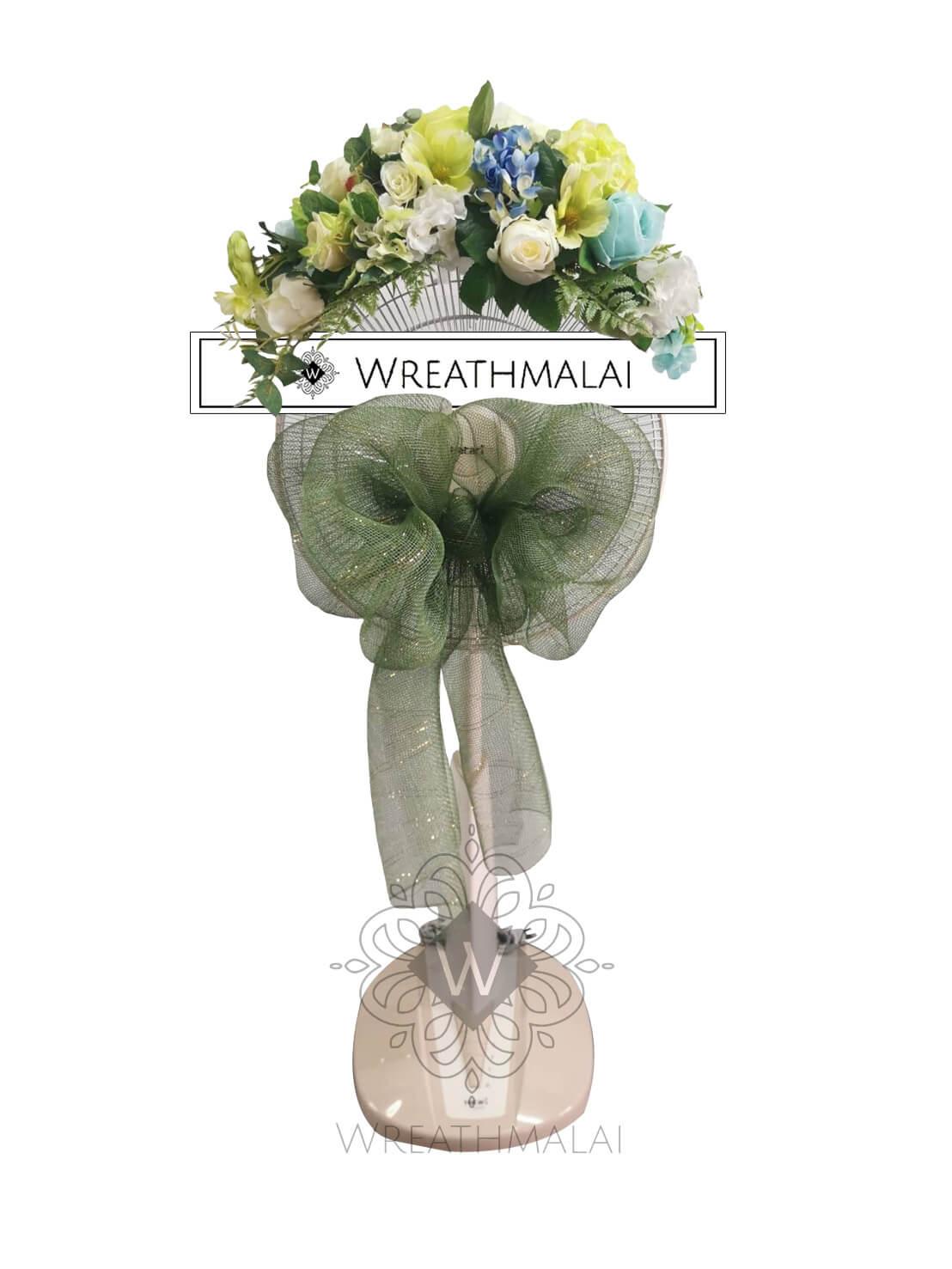 "WF021 พวงหรีด ""ผกากรอง""  SHARP/HATARI 16 นิ้ว/18 นิ้ว เกลียวโบว์สีเขียว และดอกไม้สีพาสเทลจัดช่อสวยงามด้านบน"