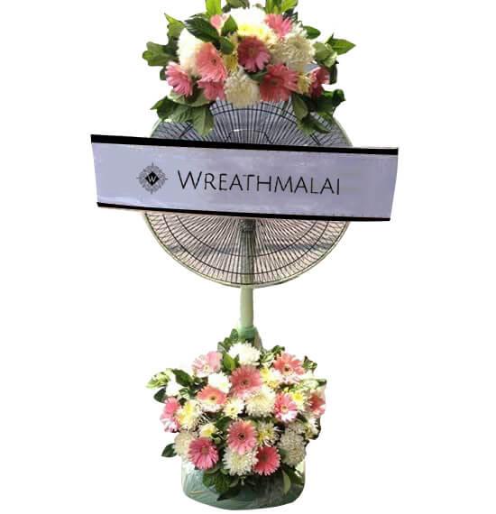 WF028 พวงหรีดพัดลมดอกไม้สด Hatari 16 นิ้ว ตั้งพื้น ยืดได้ ประดับดอกไม้ด้านบน + ฐานล่าง