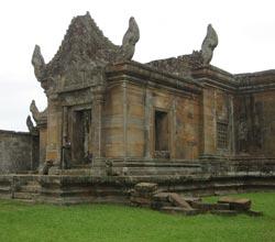 Hike up to Preah Vihar