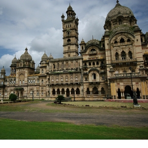 Admire architecture at Laxmi Vilas Palace