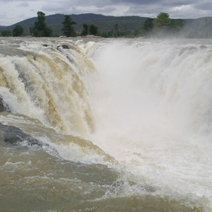 Take a dip in the Hogenakkal Falls