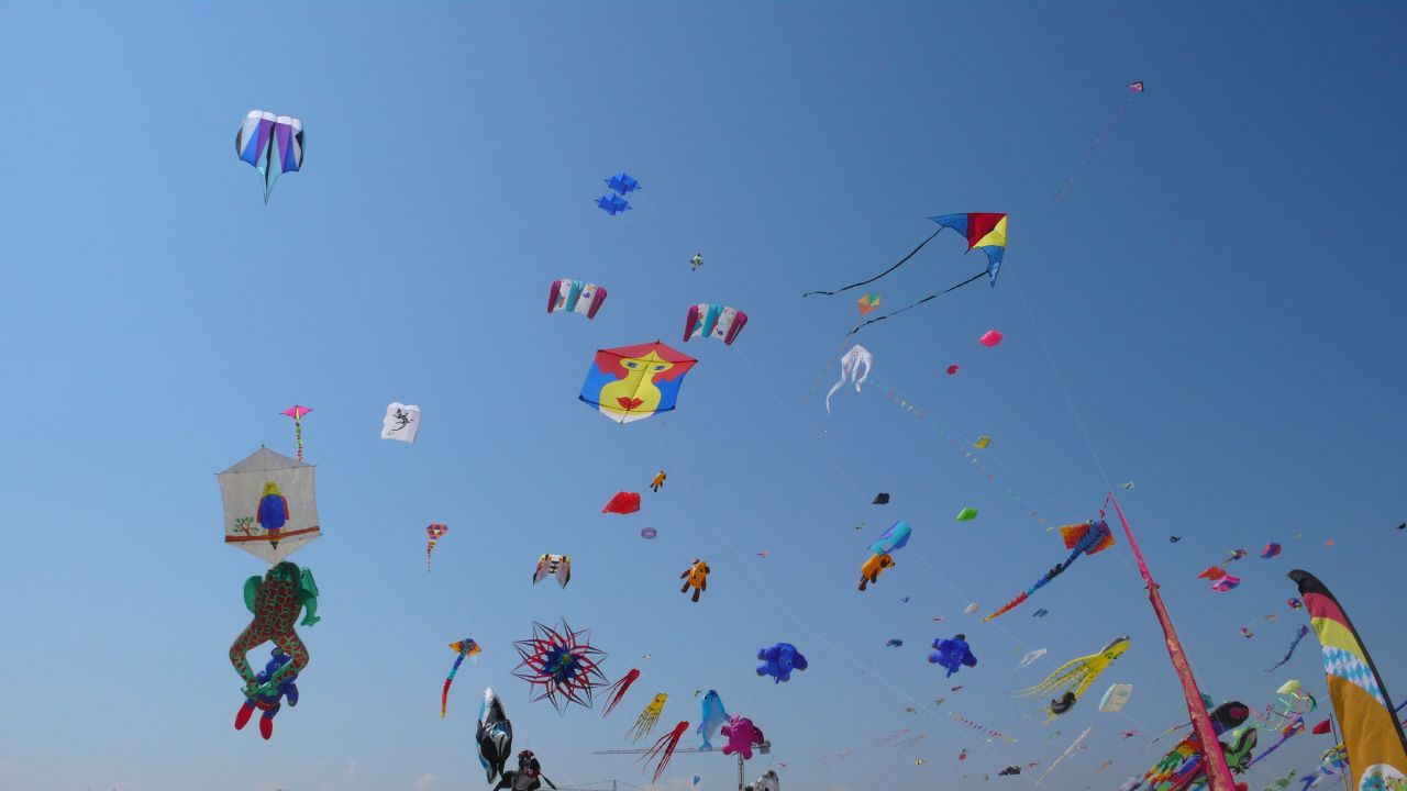 sky_full_of_kites_cervia_2007