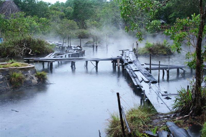Suối nước nóng ở rừng nguyên sinh Bình Châu - Phước Bửu. Ảnh: Trần Quí Thịnh - Aleka.