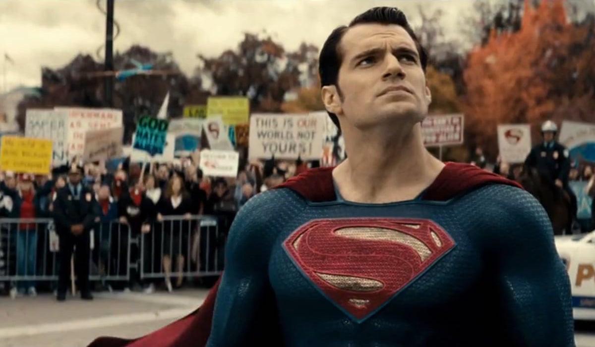 Henry Cavill Kembali Sebagai Superman?