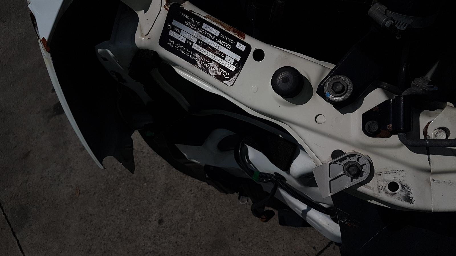 View Auto part Tonneau/Cover Isuzu Dmax 2013