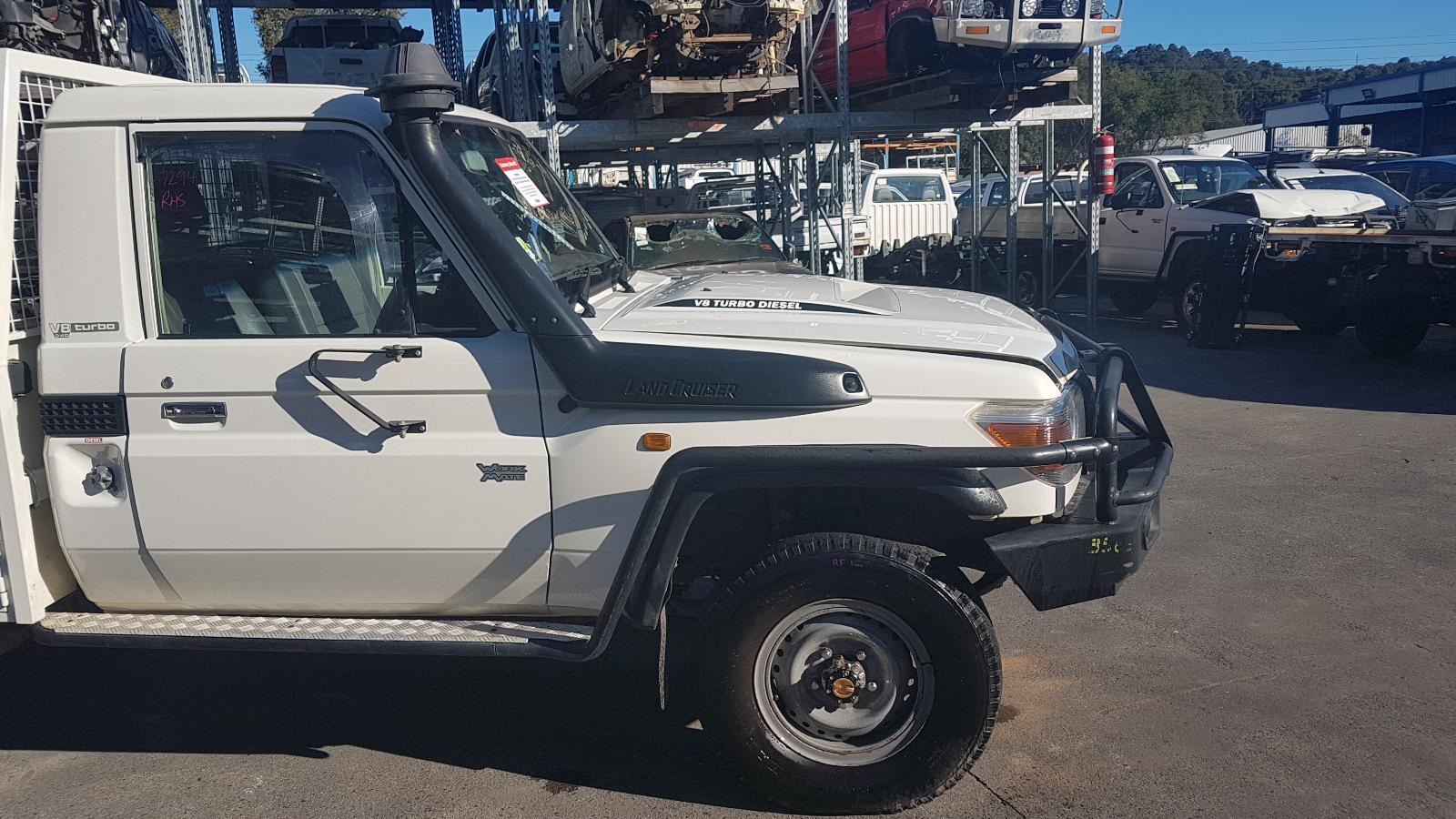 View Auto part Transfer Case Toyota Landcruiser 2014