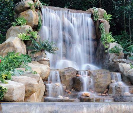 Air Terjun Taman Tasik Perdana Alowisata