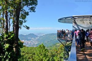 pemandangan dari puncak bukit bendera penang