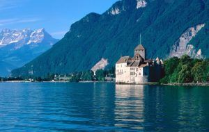 istana di tepi danau jenewa