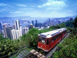 the peak tram mengangkut penumpang