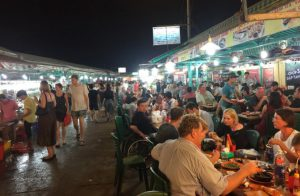 Dinh-cau-night-market