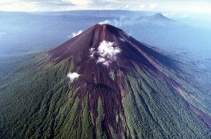 gunung-ibu-papua-nugini