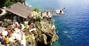 Cliff diving di Ariel's point