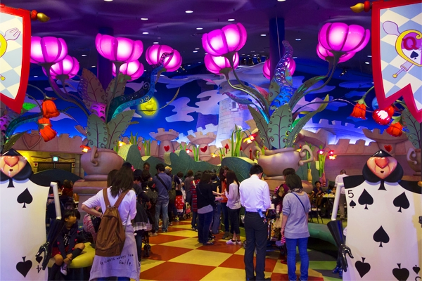 Alice in Wonderland (魔法の国のアリス) in Shinjuku
