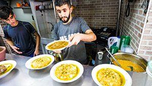Mencoba Makanan Lokal Yerusalem
